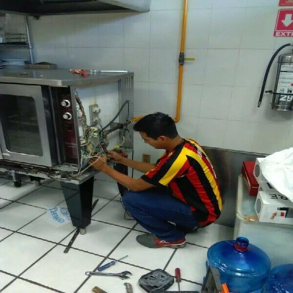 Mantenimiento y reparación de hornos y freidoras. servicio
