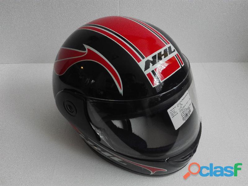 Cascos nuevos para motociclista en 390