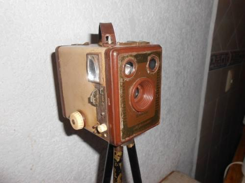 Antigua y rara camara fotografica brownie six-20 inglesa