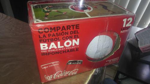Balon imponchable coca cola + 12 refrescos de lata