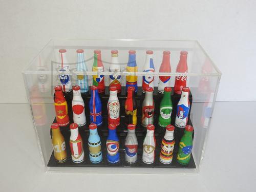 Coca cola botellitas mundialistas con exhibidor de acrilico