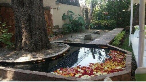 Salon tipo terraza y jardín para fiestas y curso