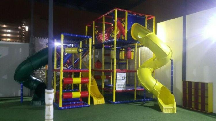 Juego infantil playground para interior elaborado de acero y