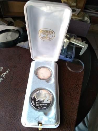 Estuche con 2 monedas conm. de plata israel acab. espejo