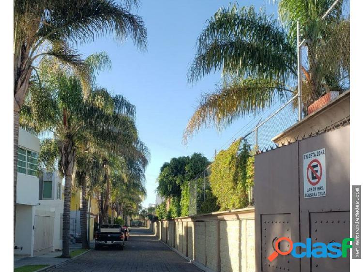 Casa en venta en residencial a un costado de udlap