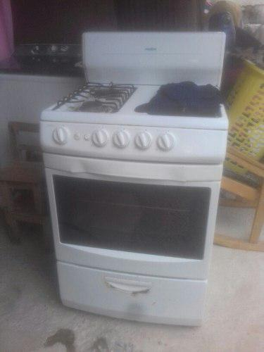 Estufa mabe de 4 quemadores y horno en buen estadi