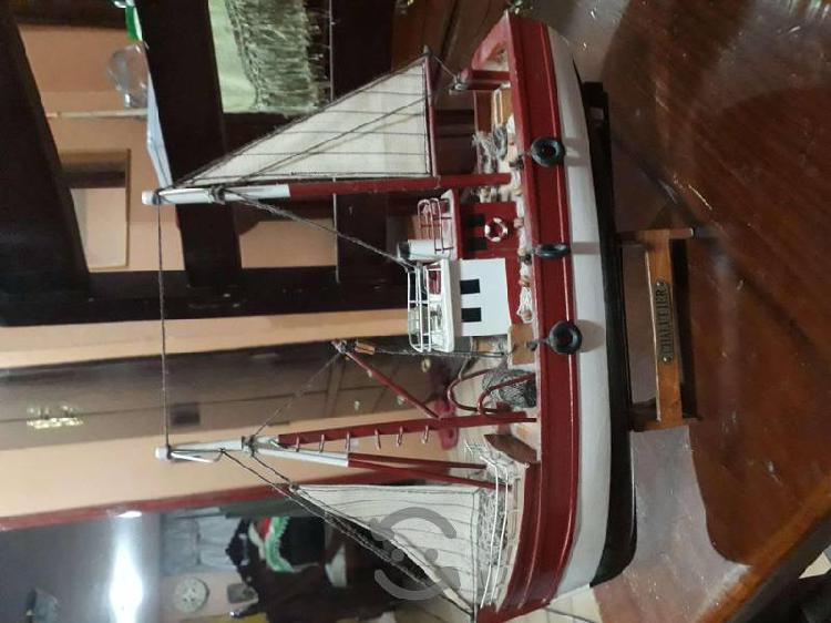 Barco pesquero de coleccion bien terminado escala