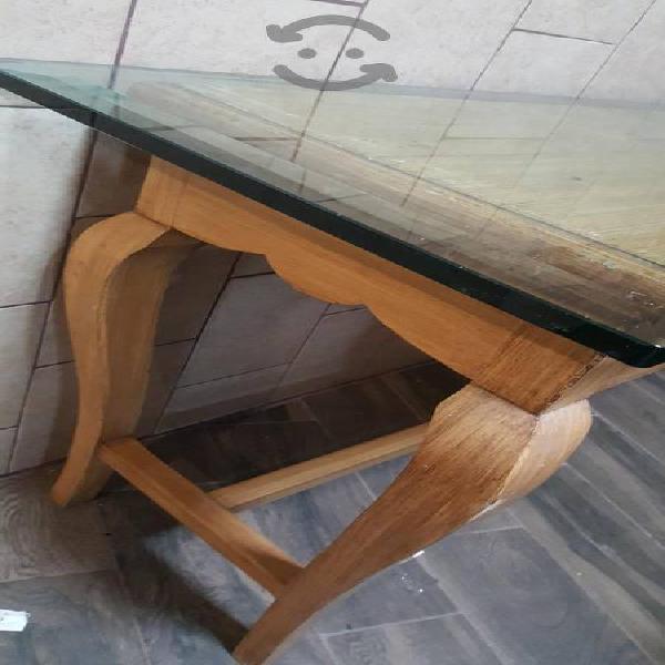 Mesa con cubierta de vidrio templado