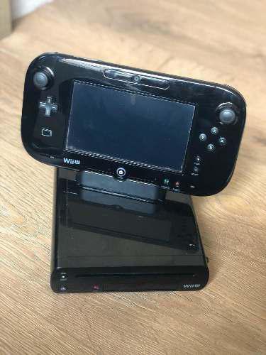 Nintendo wiiu usado con 4 juegos y mario kart grabado.