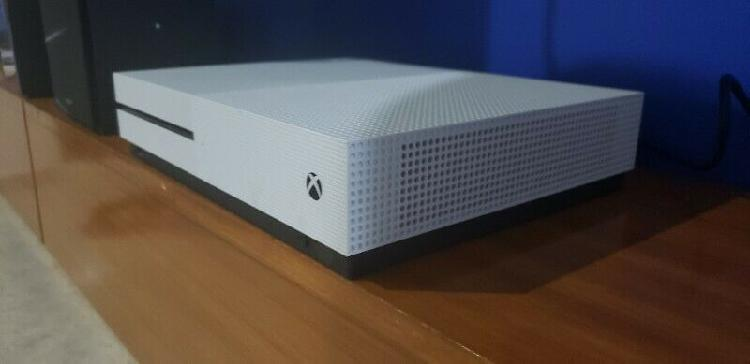 Xbox one s seminuevo 1tb 4k hdr, 2 controles, 3 juegos.