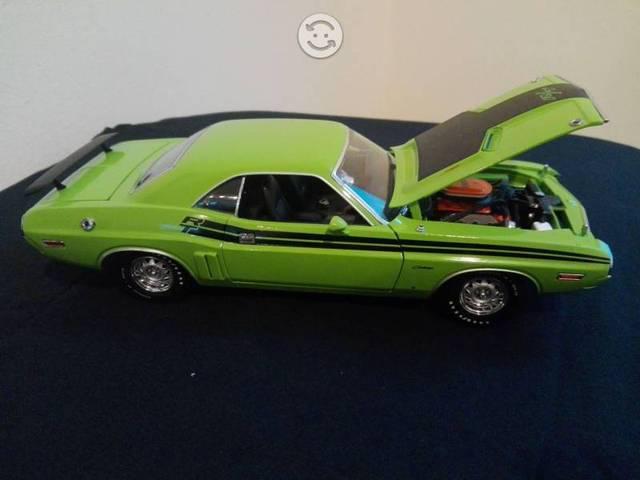Dodge challenger r/t 1971 escala 1:18