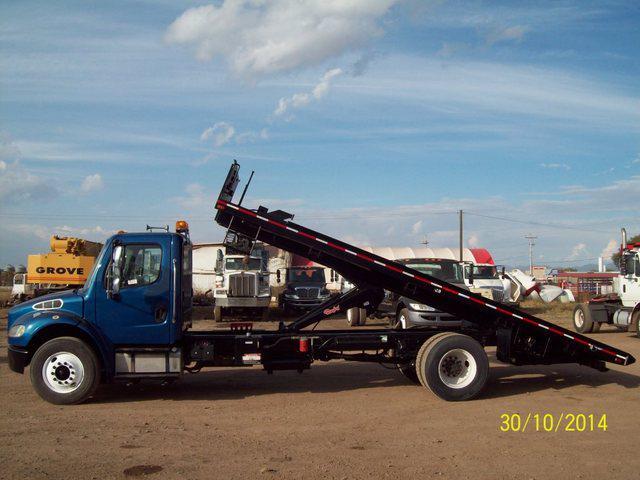 En venta camión con plataforma de volteo freightliner m2