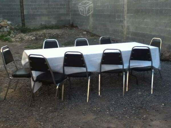 Renta de sillas, mesas, manteles y brincolines.