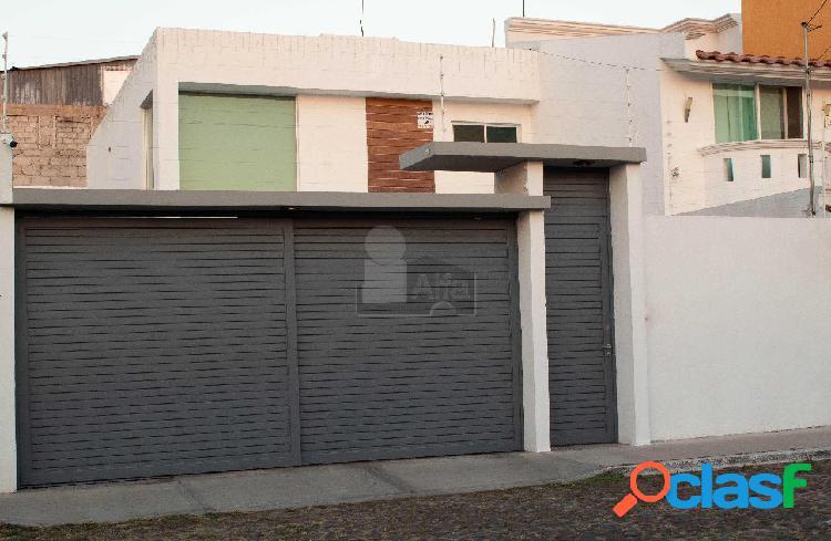 Casa en venta col carretas querétaro. antigüedad de 4 años, diseño moderno. recamara principal en pb