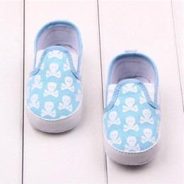 Zapatos para bebe con calaveras