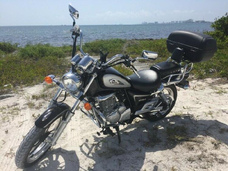 Moto suzuki gz 150a
