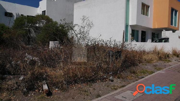 Terreno Habitacional en Equina en Venta en El Mirador 1