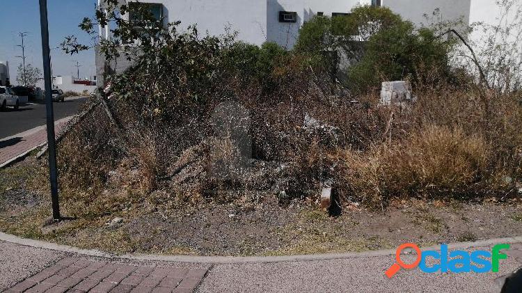 Terreno Habitacional en Equina en Venta en El Mirador 2