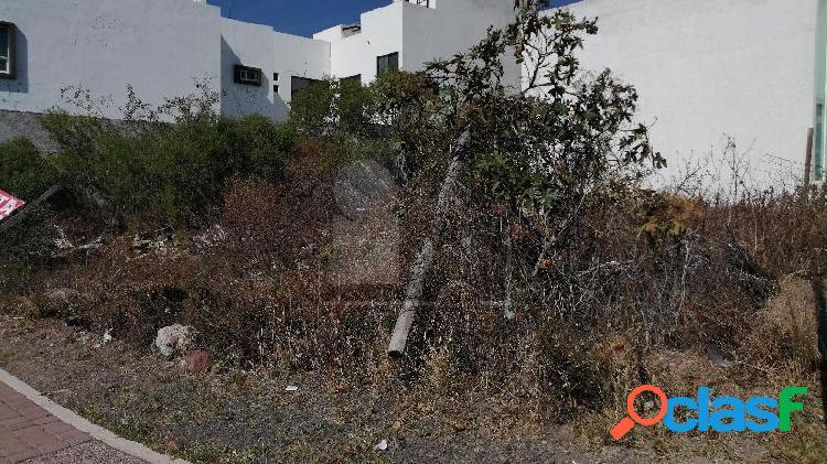 Terreno Habitacional en Equina en Venta en El Mirador 3