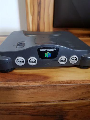 Nintendo 64, 4 controles y 8 juegos.