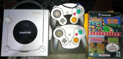 Gamecube con 2 controles y dos juegos
