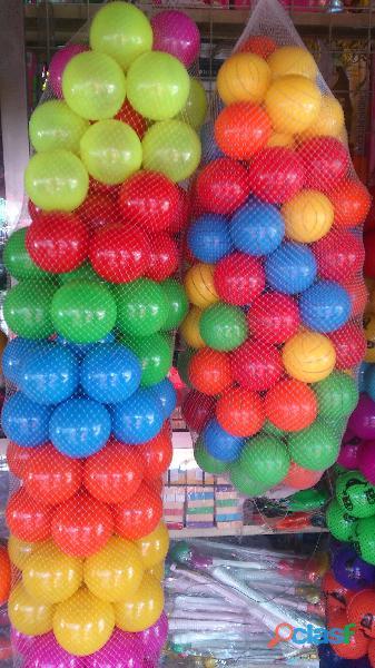 Pelota de plástico decorada