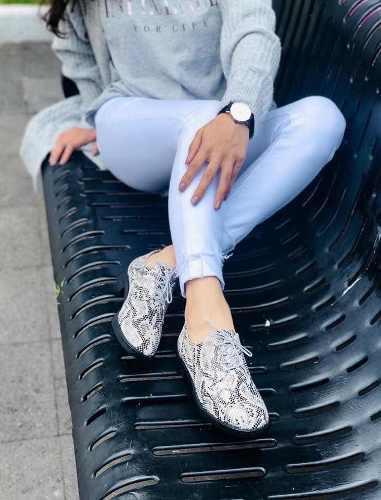 Zapatos mujer agujeta blanco con negro víbora