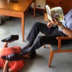 Adoración de pies a cambio de apoyo económico