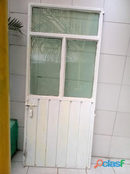 Puertas de metal con y sin vidrios