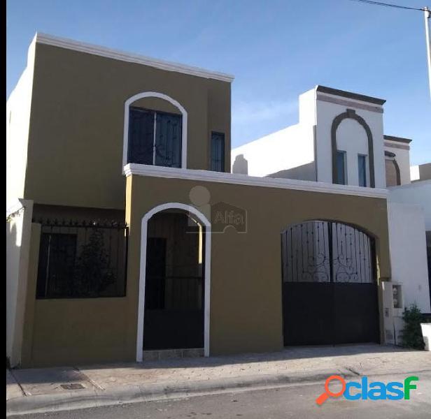 Casa muy amplia en venta en fraccionamiento santa fe