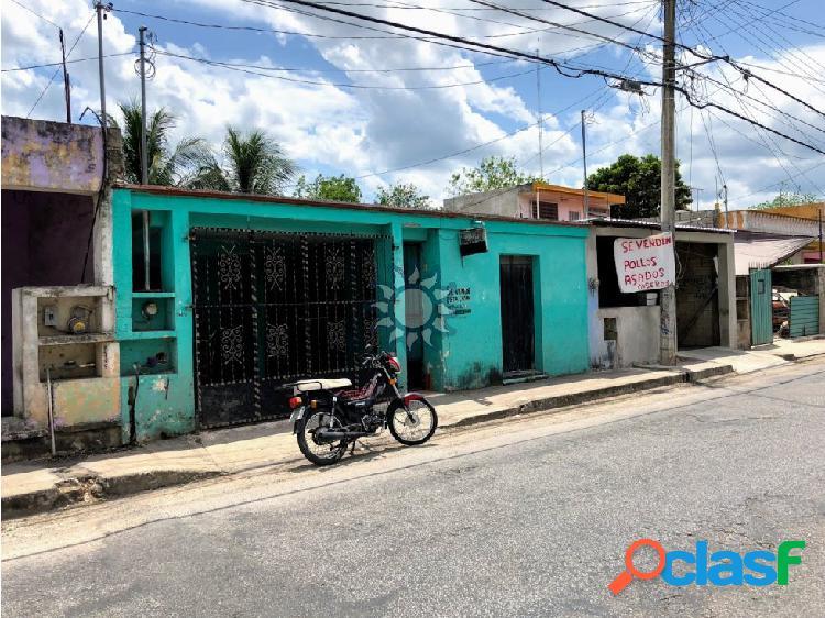 Casa en venta sobre calle principal