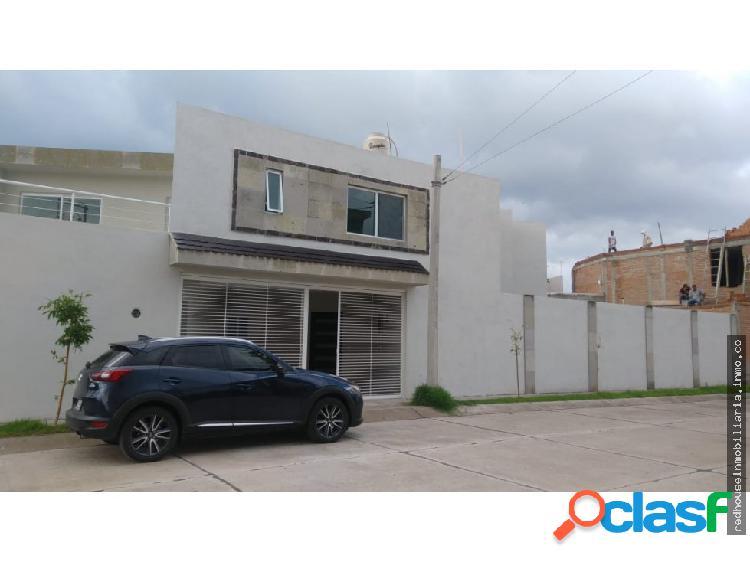 01332 vendo casa en villas de la cantera,ags.