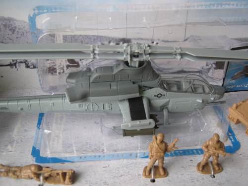 Helicoptero cobra, metal y plastico die cast, con figura esc