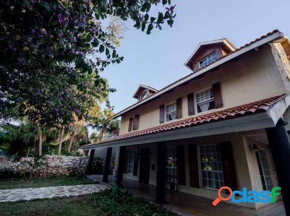 Bella casa en venta en la privada la ceiba