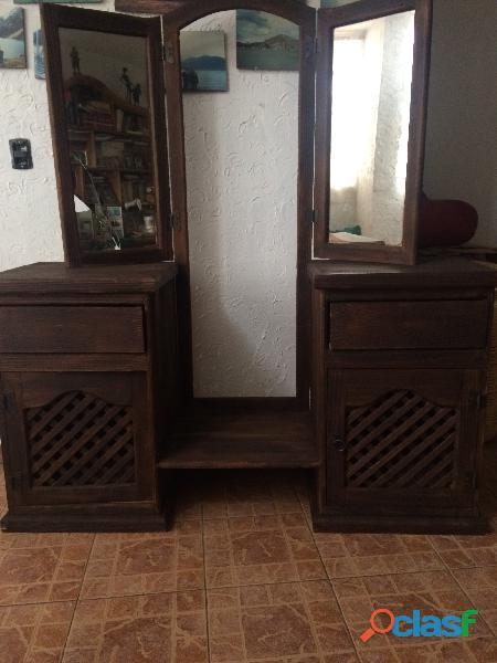 Se vende tocador de madera rustico.