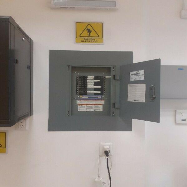 Plomeros y electricistas 5584473479