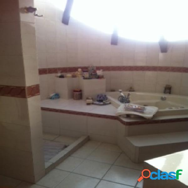 Casa sola residencial en venta en colonia ampliación momoxpan, san pedro cholula