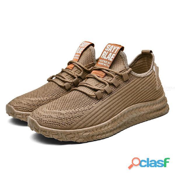 Tenis de malla transpirable para hombres ideal para caminar.