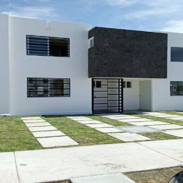 Casa nueva en renta 3 recamaras privada hacienda viñedos en