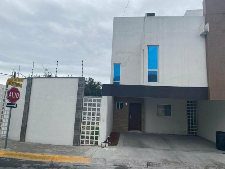 Casa en renta semi amueblada en privada santa marta apodaca