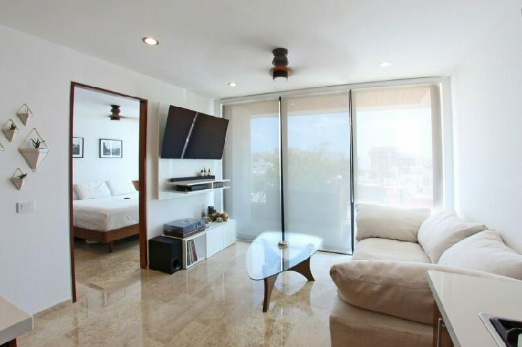 Fully furnished, ready-to-move-in condo near beach, playa