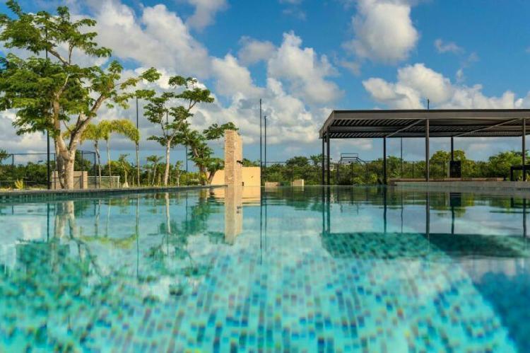 Lote de 600 m2 en privada norte merida cerca del yucatan