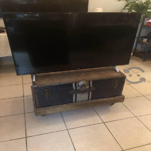 Tv marca tlc p/reparar o piezas