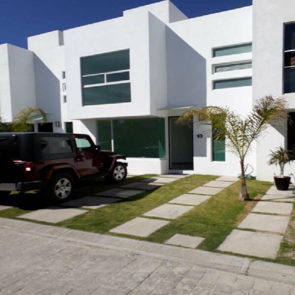 Casa 3 recámaras con roofgarden en cuautlancingo