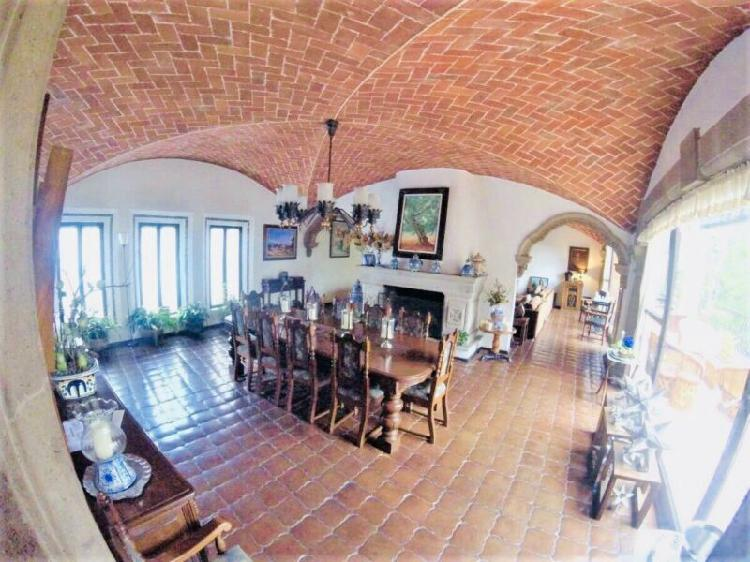 Espectacular casa estilo mexicano en venta en club de golf