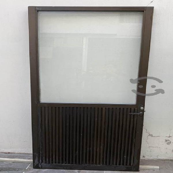 Puerta de aluminio con cristal