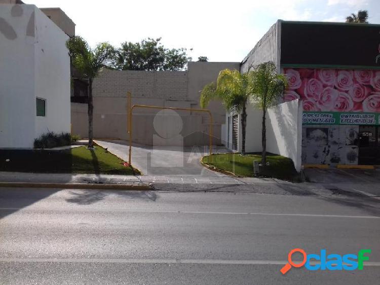 Oportunidad local en renta sobre Av. Venustiano Carranza en esquina 1