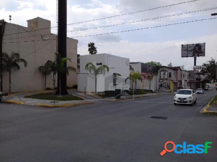 Oportunidad local en renta sobre Av. Venustiano Carranza en esquina 2