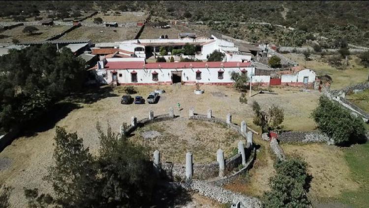 Casco de hacienda con terreno en 460 hectareas en el estado