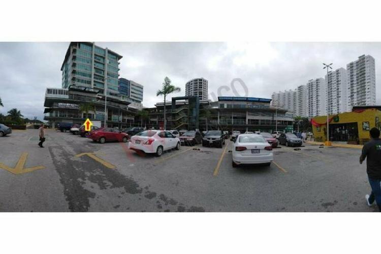 Local comercial 140 m2 en renta en plaza solare frente plaza